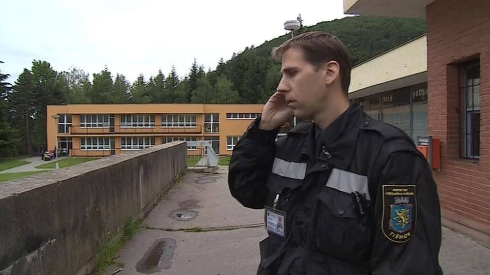 Inspektor veřejného pořádku spolupracuje s policisty i úředníky