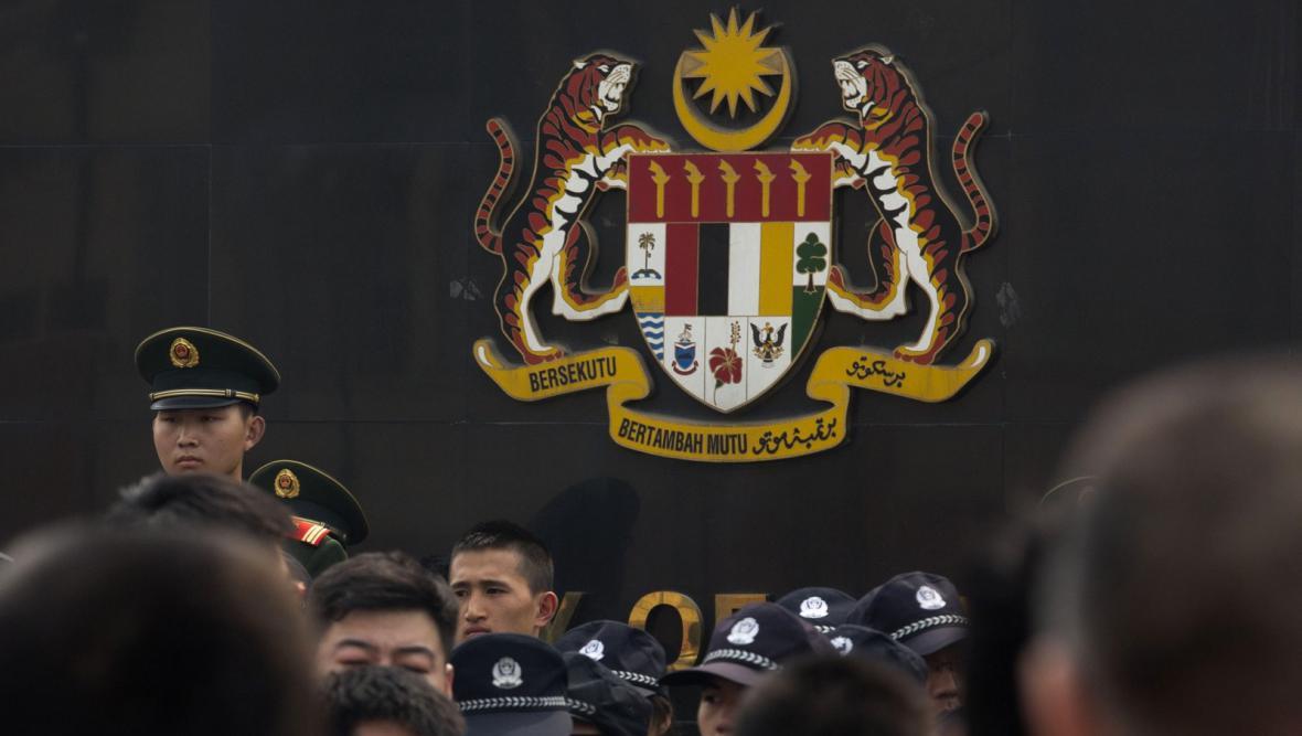 Protesty čínských příbuzných před malajsijskou ambasádou