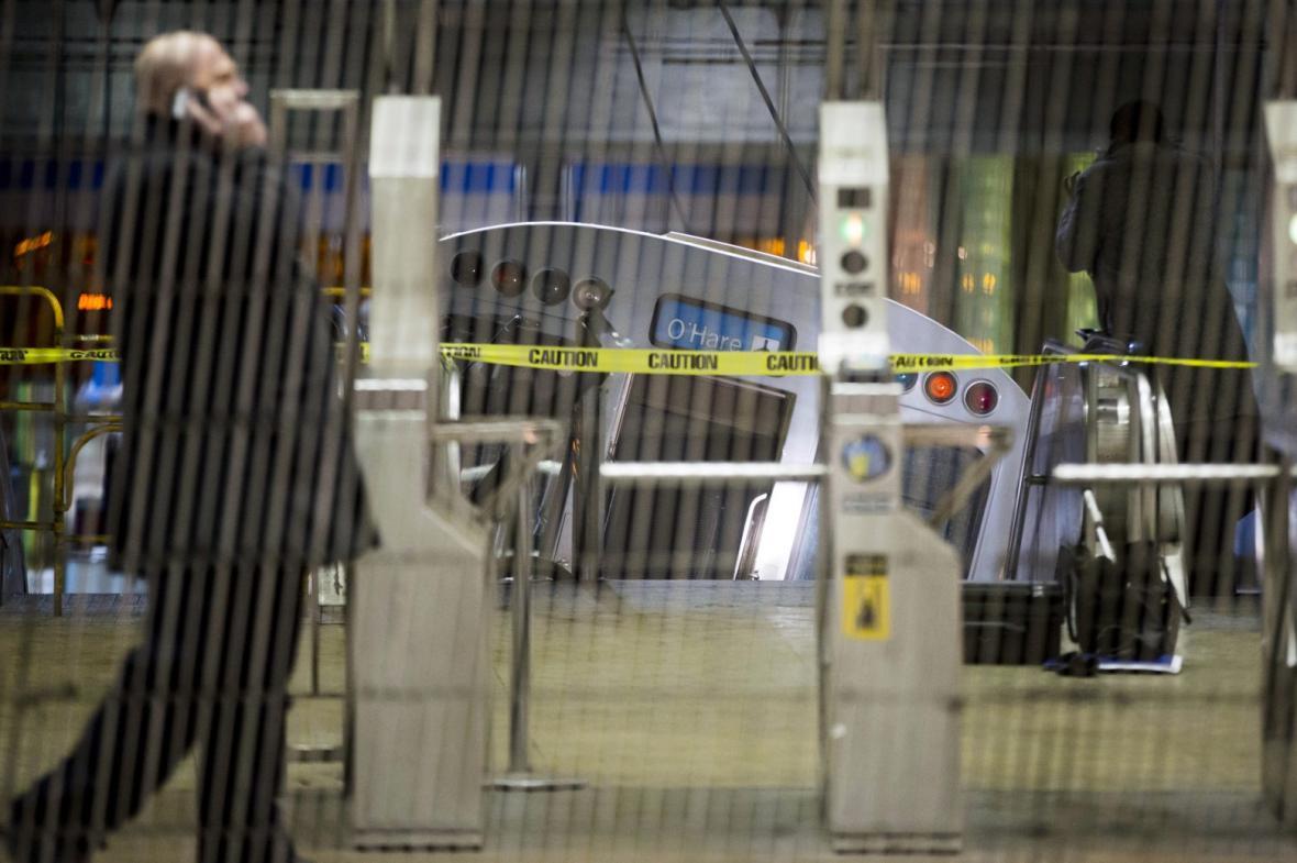 Vykolejený vlak na letišti v Chicagu