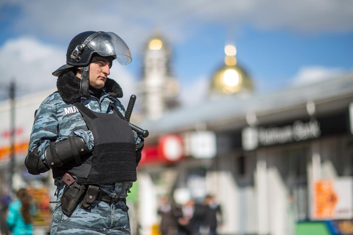 Policisté v ulicích Simferopolu