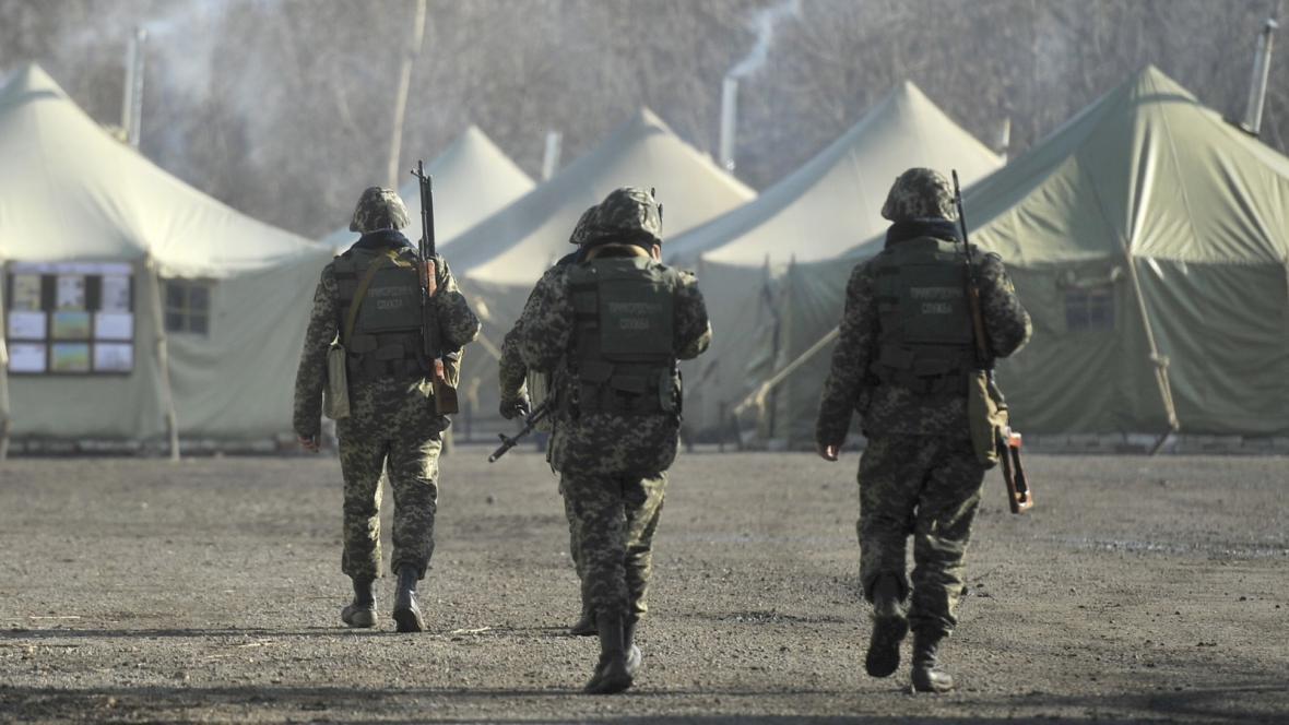 Ukrajinský vojenský tábor v ukrajinsko-ruském pohraničí