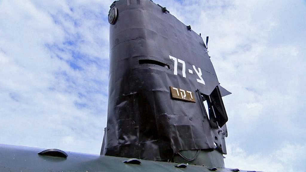 Vystavená část věže z vraku ponorky Dakar