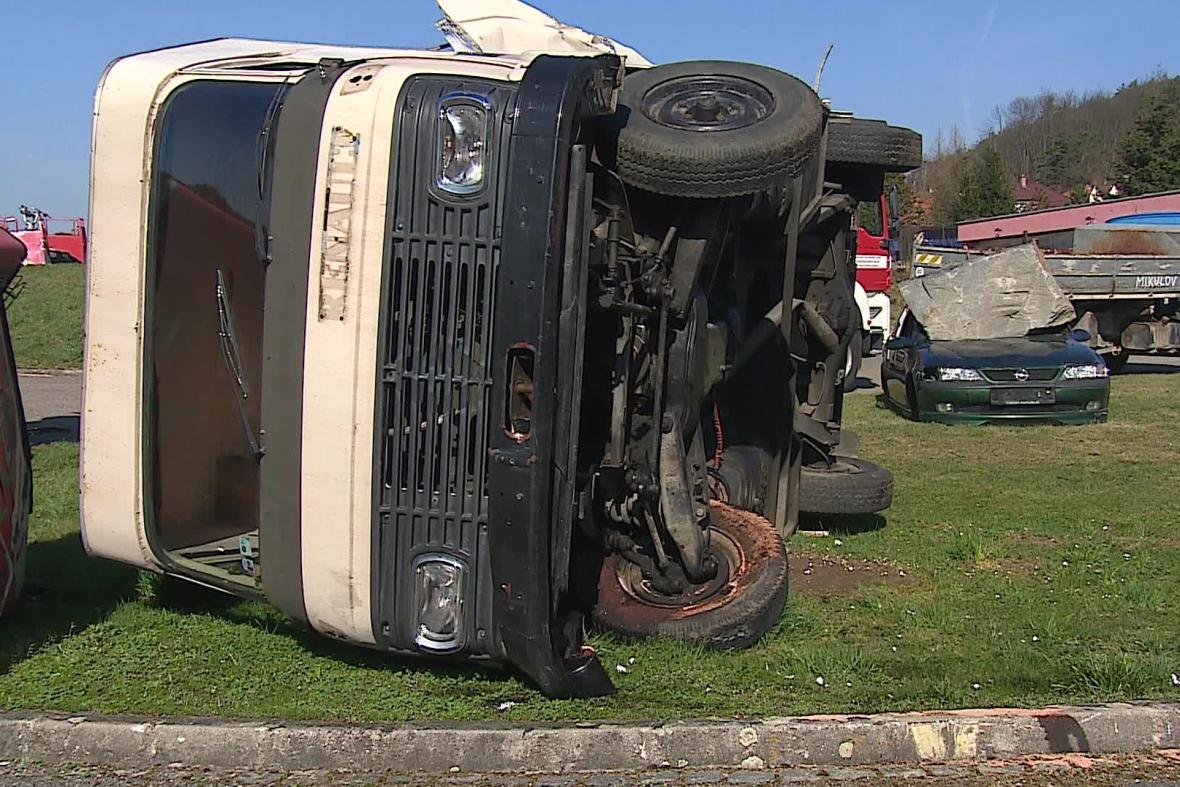 Počet nehod nákladních aut a autobusů roste