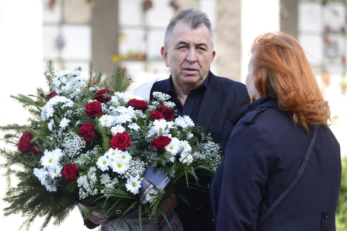 Fero Fenič na pohřbu Věry Chytilové