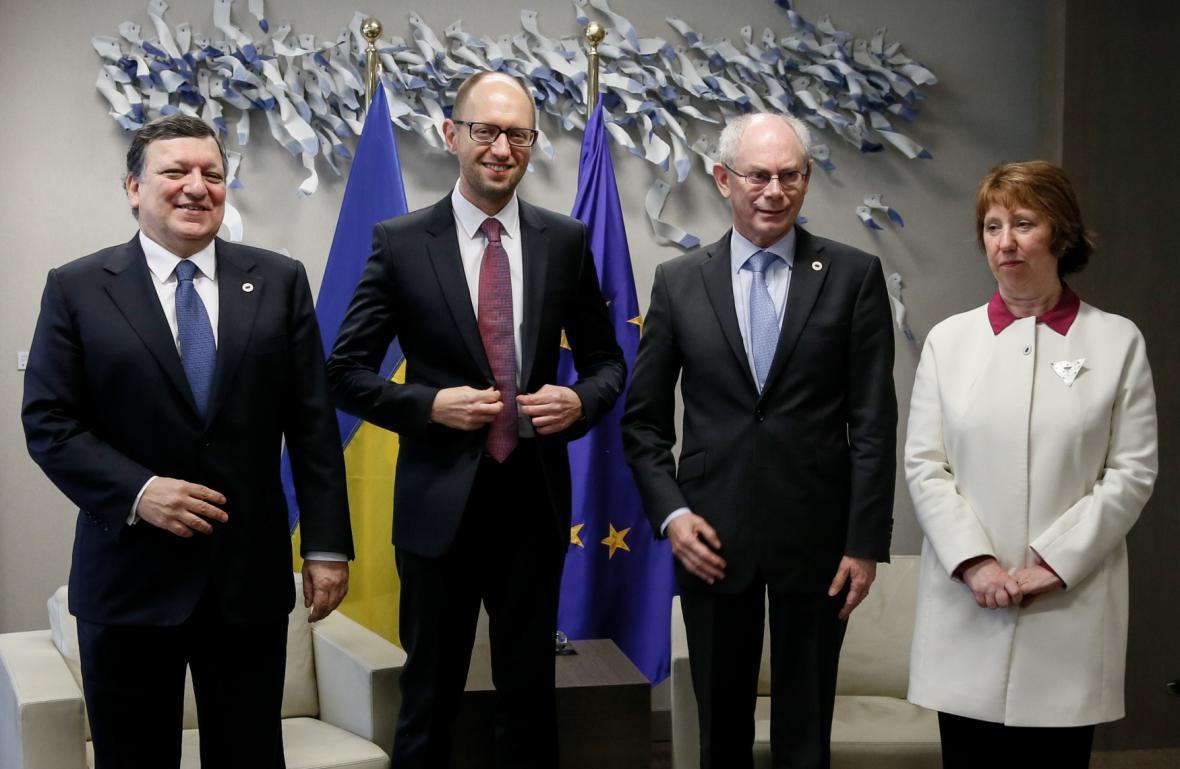 José Manuel Barroso, Arsenij Jaceňuk, Herman Van Rompuy, Catherine Ashtonová na summitu v Bruselu
