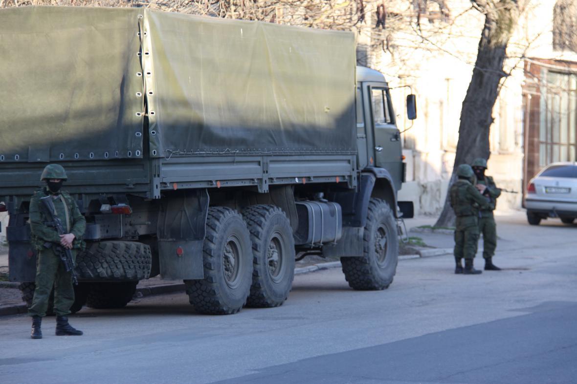 Neoznačení ozbrojenci na Krymu