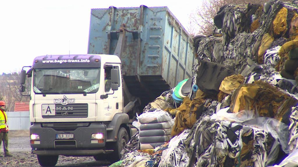 Odvoz odpadu ze skládky v Arnolticích