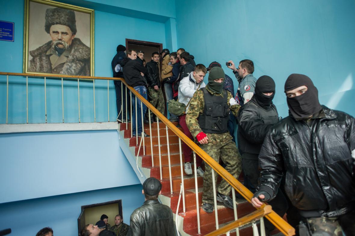 Proruští ozbrojenci v sídle velení ukrajinského námořnictva