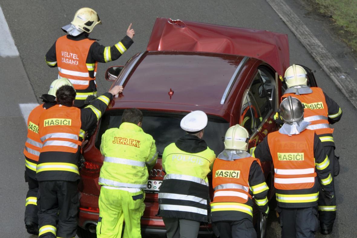 Postupně se srazila asi desítka vozidel
