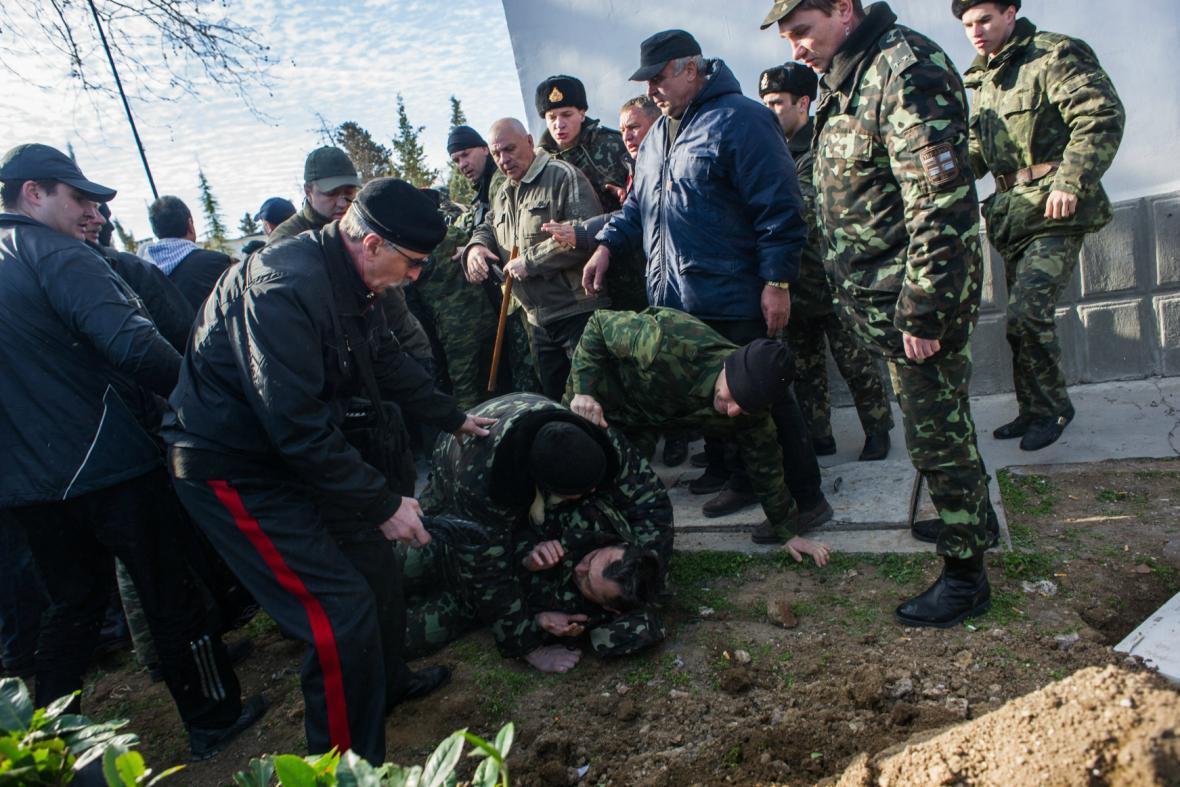 Radikálové obsadili velení ukrajinského námořnictva