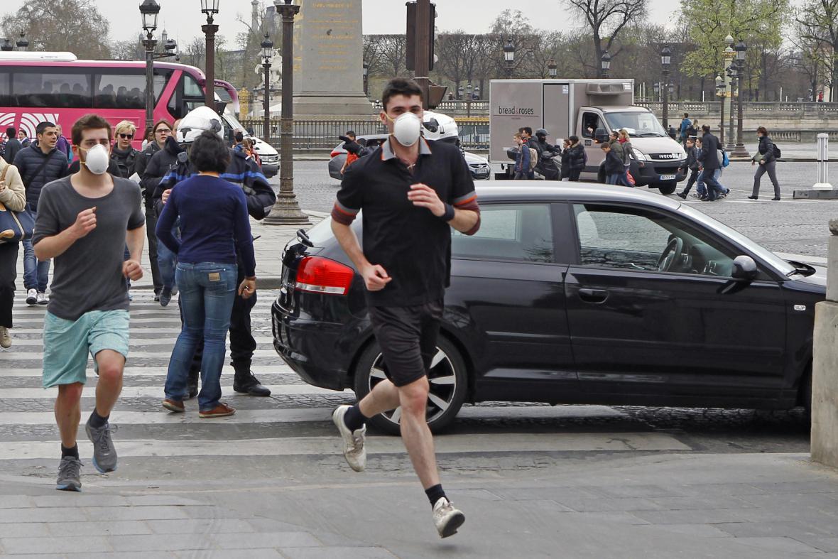 Smog v pařížských ulicích