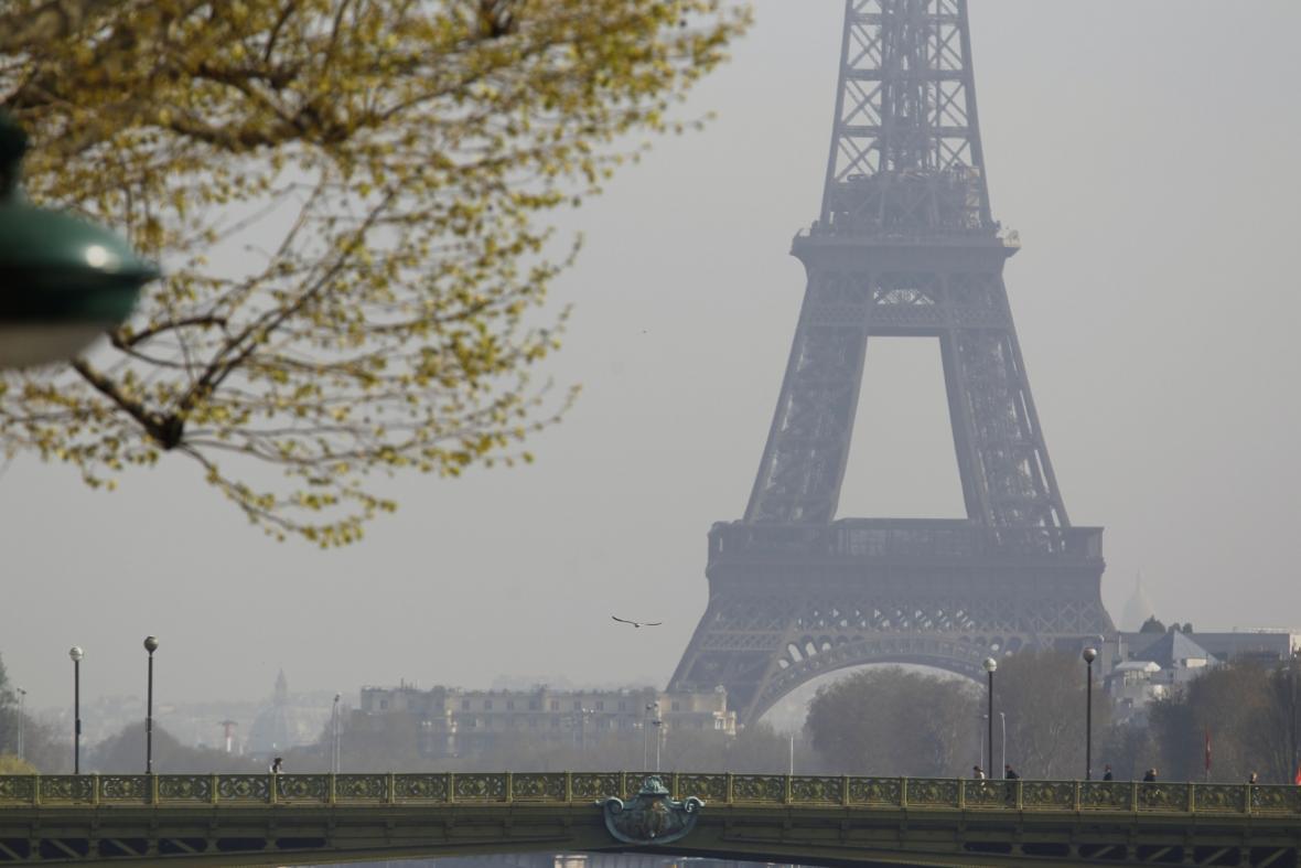 Paříž dusí smog