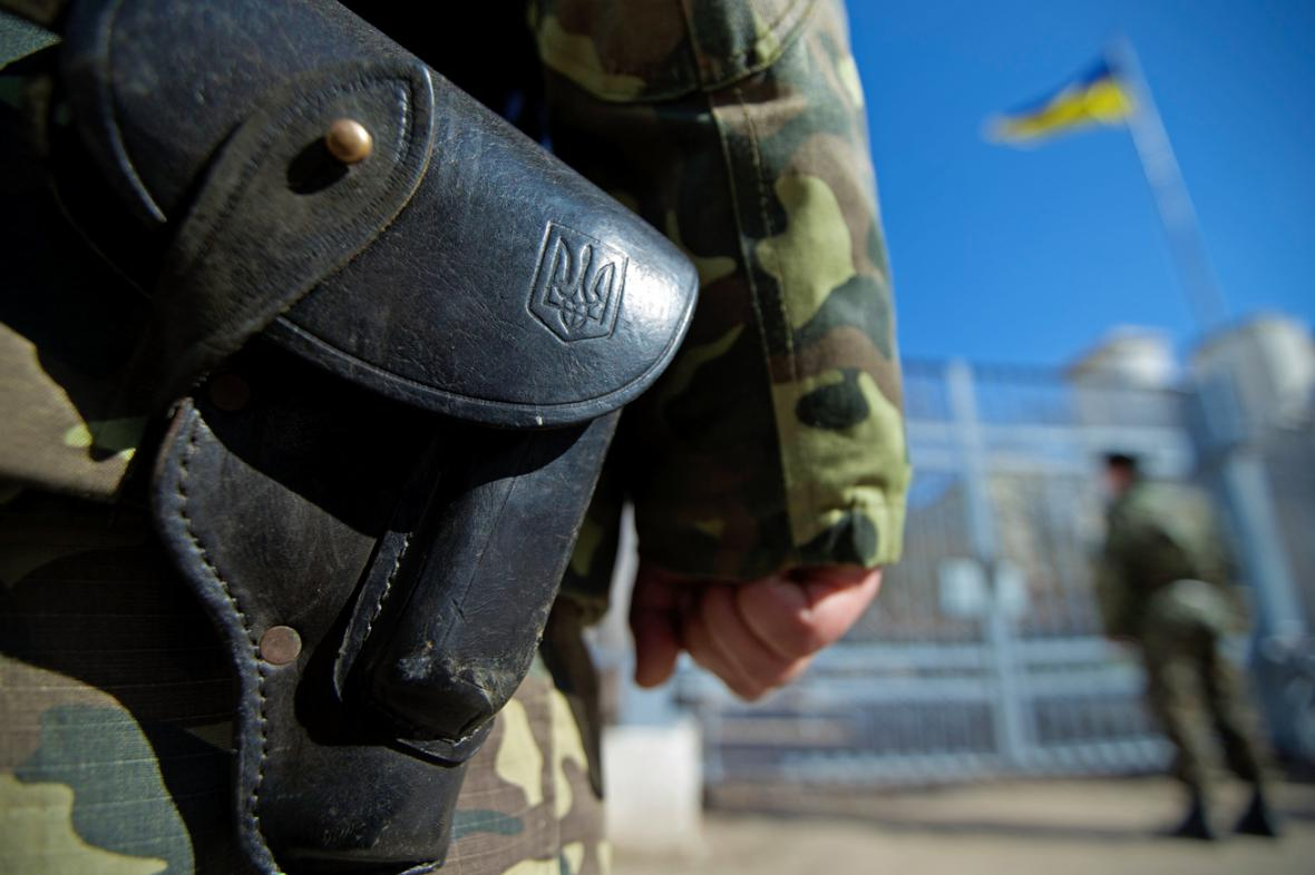 Ukrajinská hlídka na základně Novoozernoje