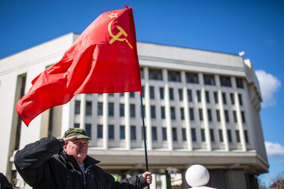 Před krymským parlamentem