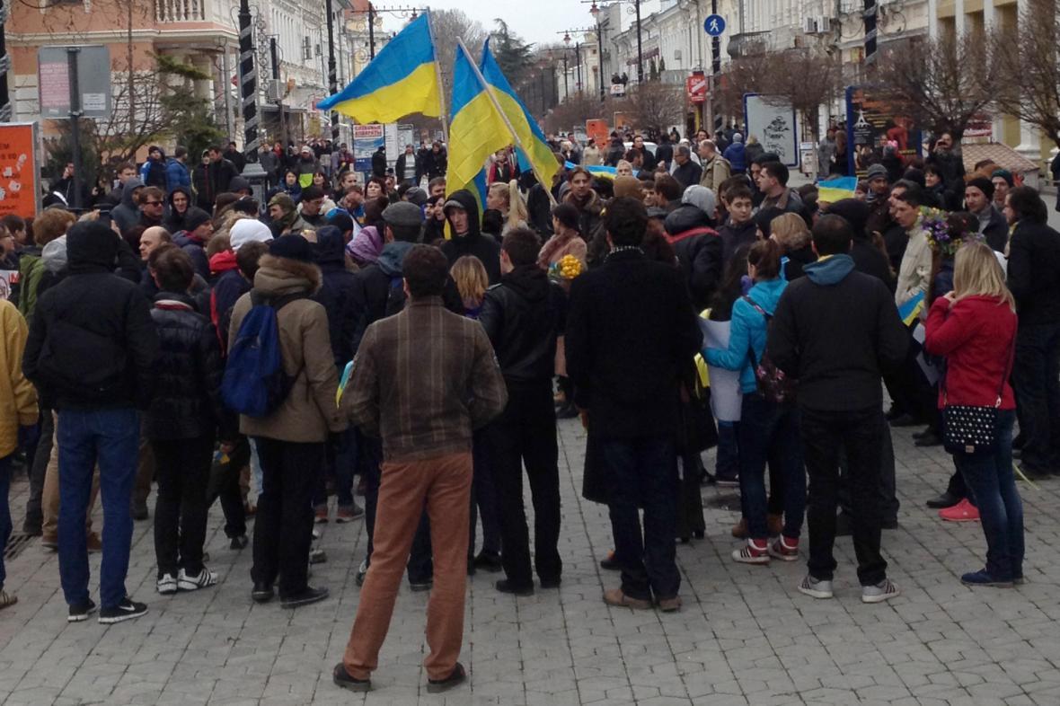 Proukrajinská demonstrace na Krymu