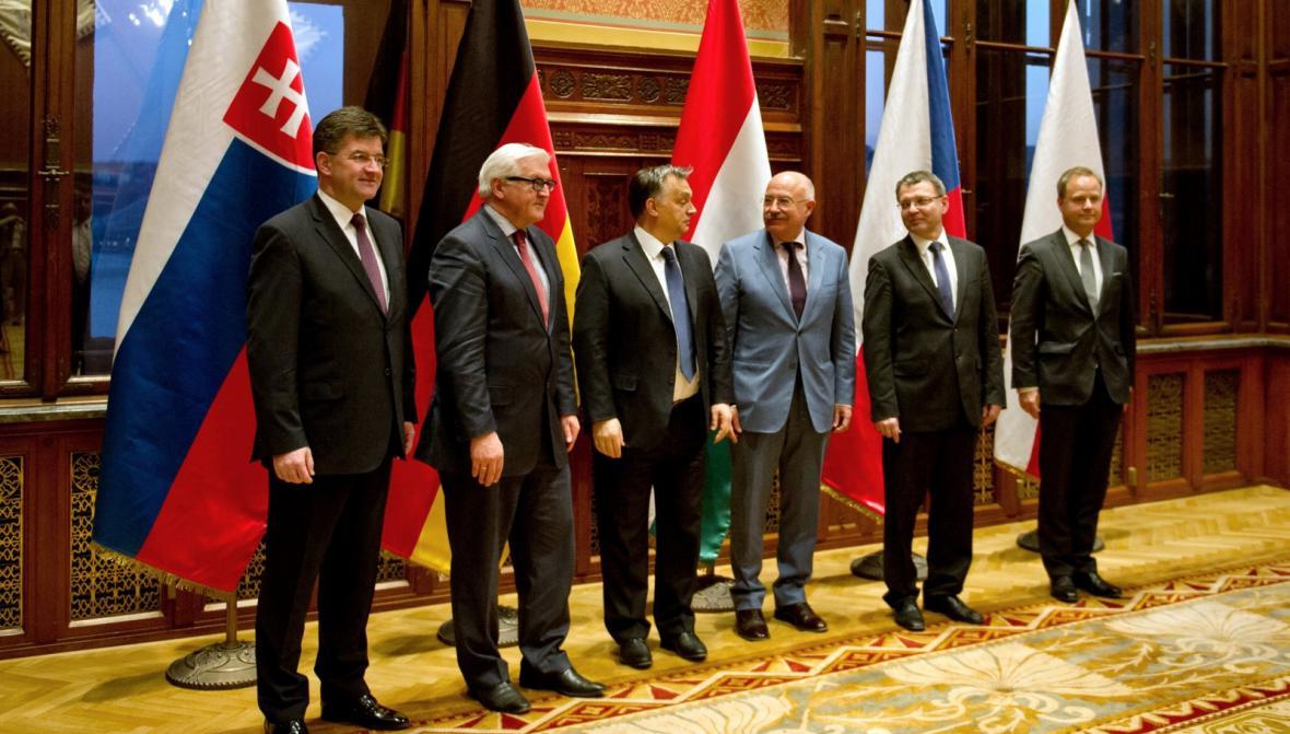 Frank-Walter Steinmeier na setkání se zástupci V4 v Budapešti