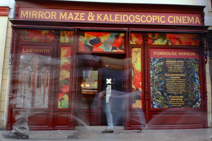 Zrcadlové bludiště a kaleidoskopické kino Na Můstku