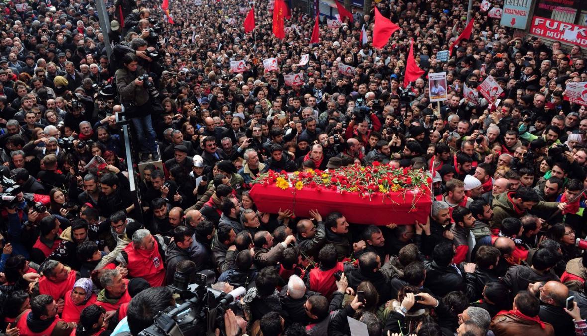Pohřeb patnáctiletého Berkina Elvana