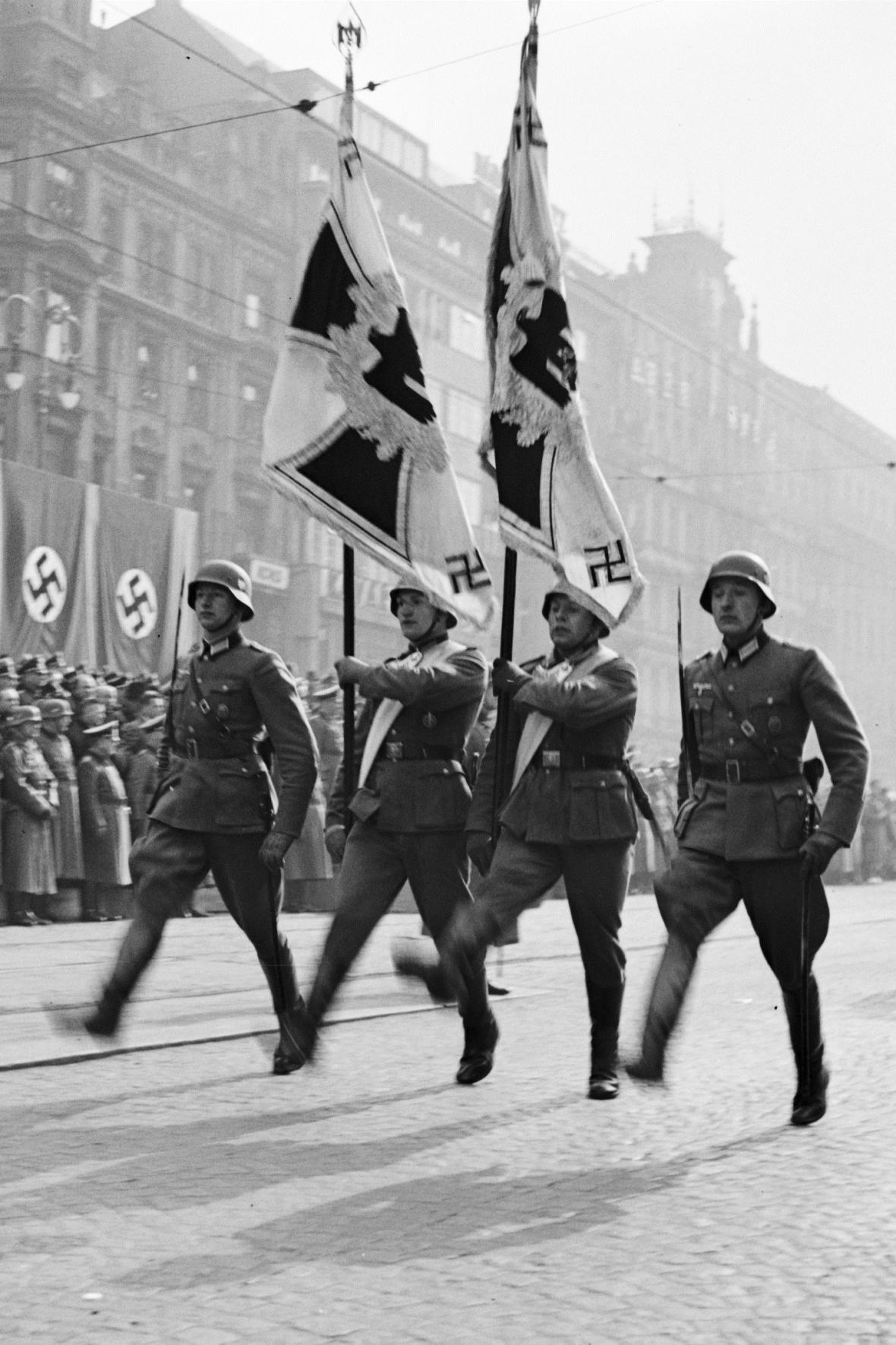 Přehlídka německých okupačních vojsk na Václavském náměstí