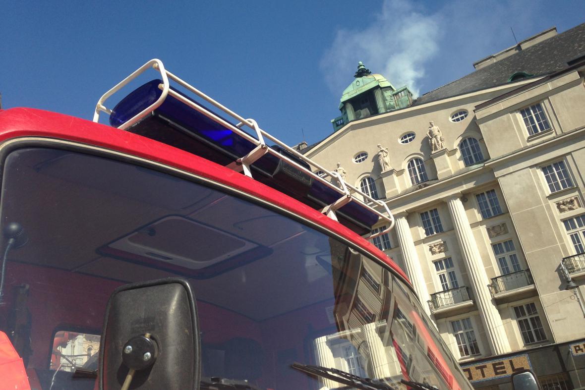 Požár na střeše hotelu vypukl okolo poledne