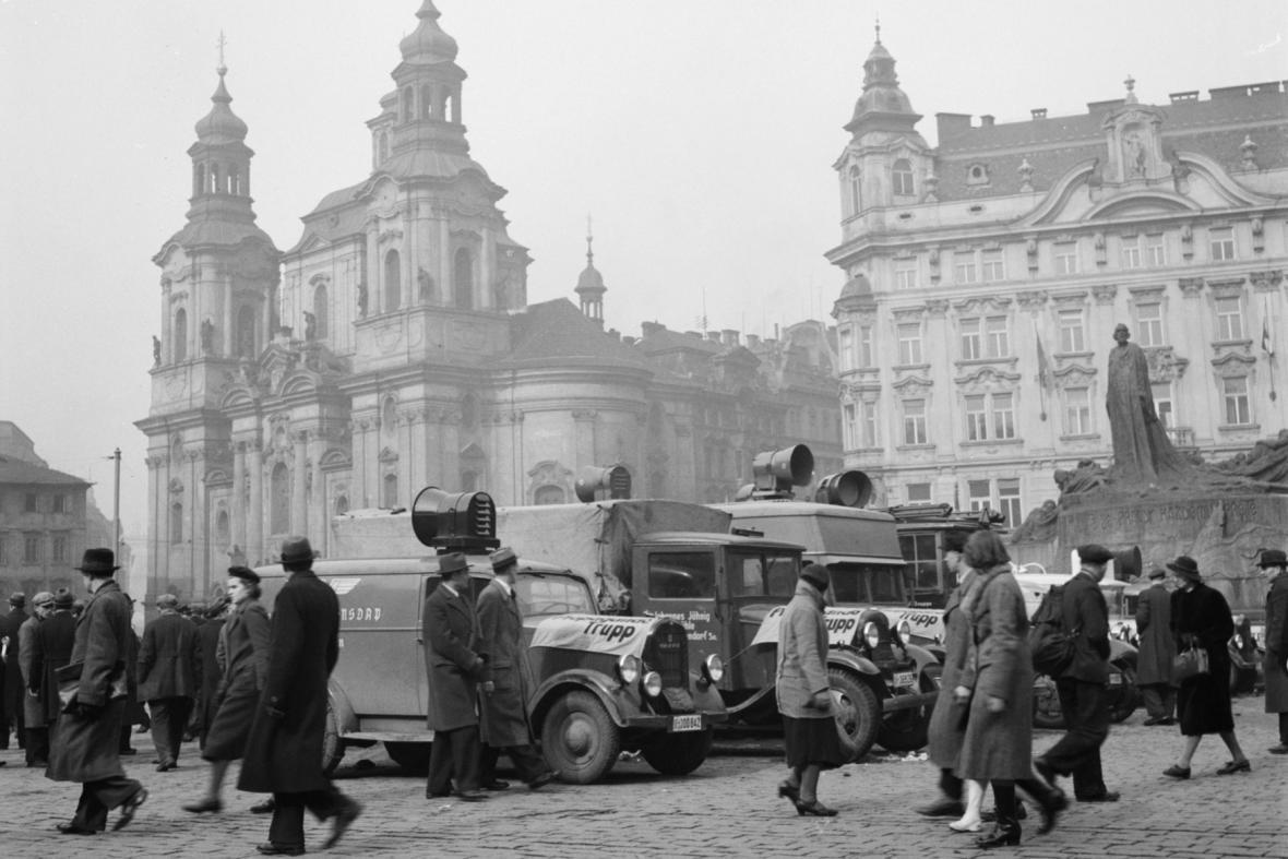 Německá okupační vojska na Staroměstském náměstí