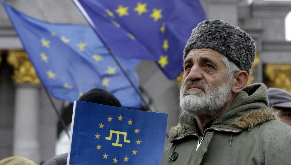 Protest krymských Tatarů proti prezidentovi Janukovyčovi