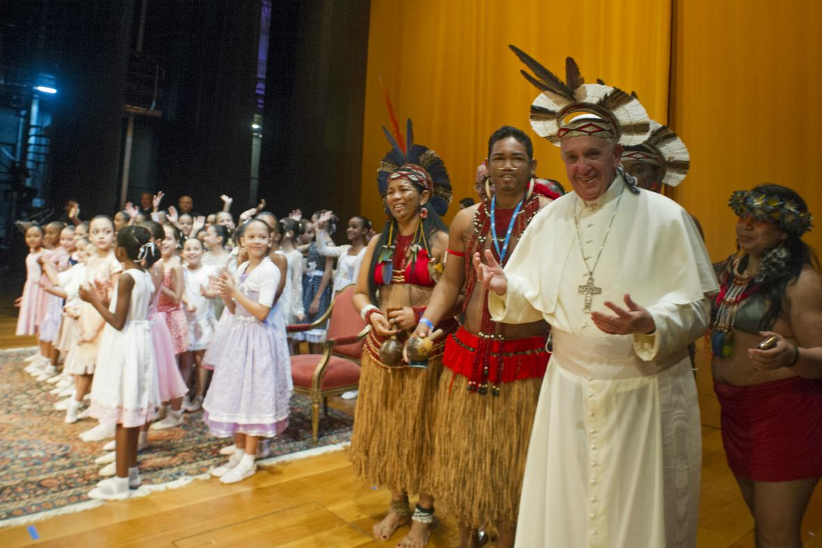 František dostal v Brazílii čelenku kmene Pataxo