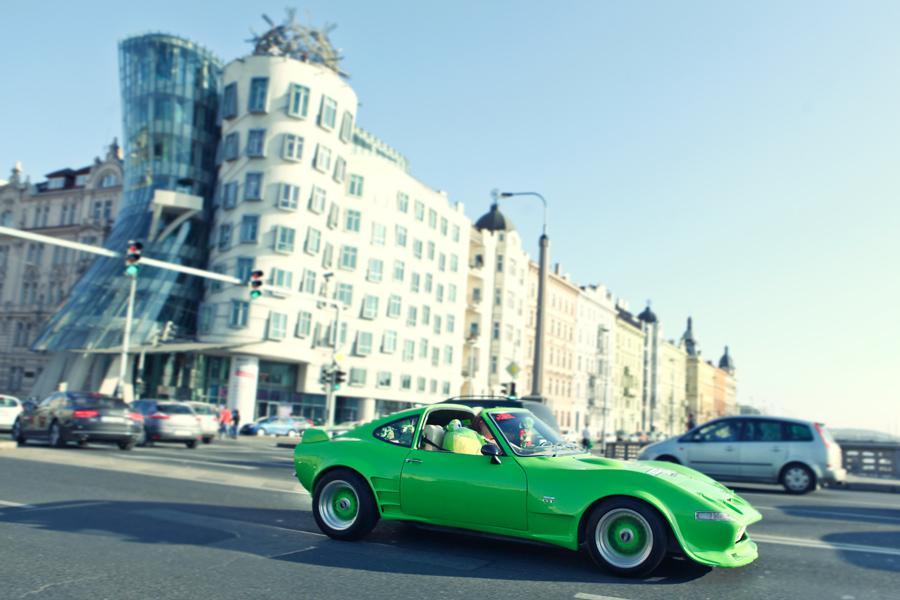 Jízda luxusních automobilů Prahou k filmu Need for Speed