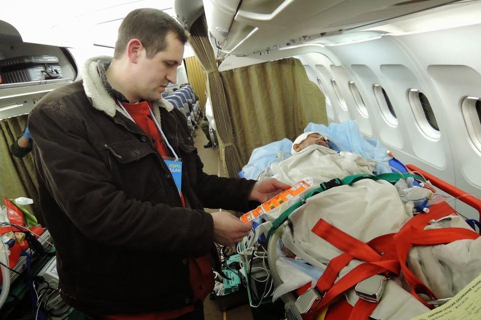Převoz zraněných Ukrajinců do Česka
