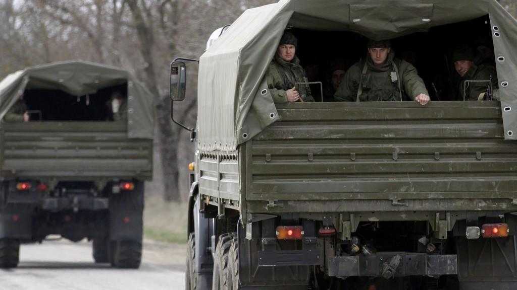Pohyb neoznačených armádních vozů na Krymu