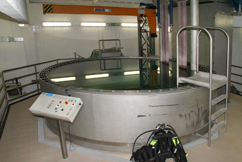 Cvičný bazén pro nácvik jízdy tanků pod vodou