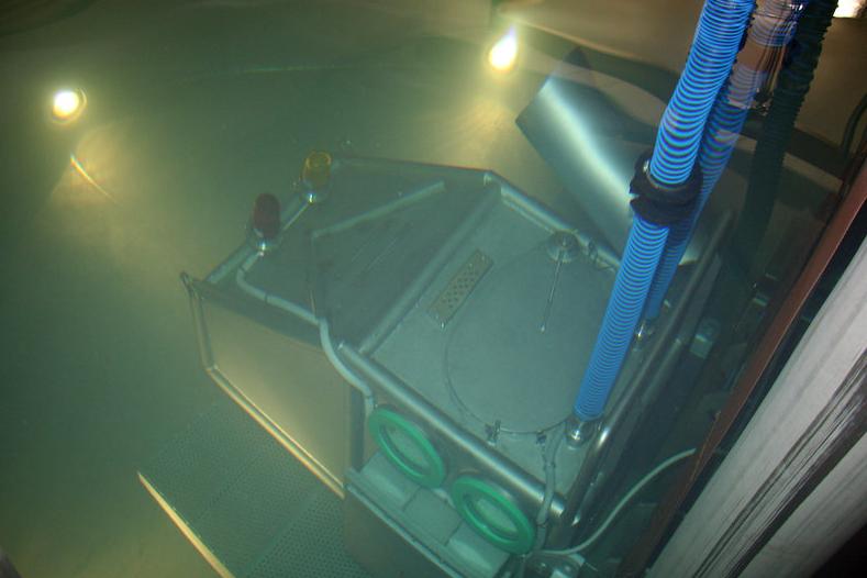 Ponořená kabina v cvičném bazénu