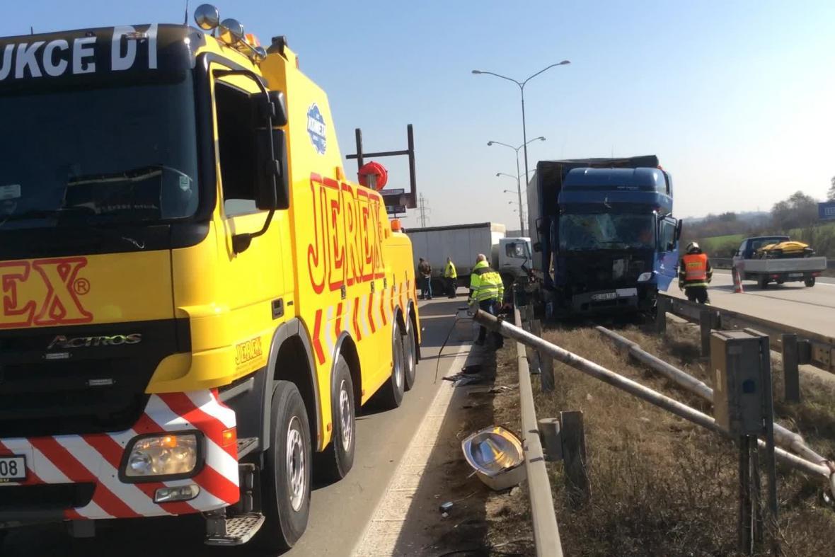 Nehoda nákladních aut