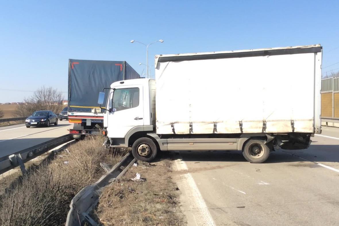 Nehoda nákladních aut na 189. kilometru dálnice D1