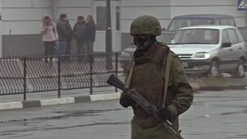 Zakuklení ozbrojenci na krymských ulicích