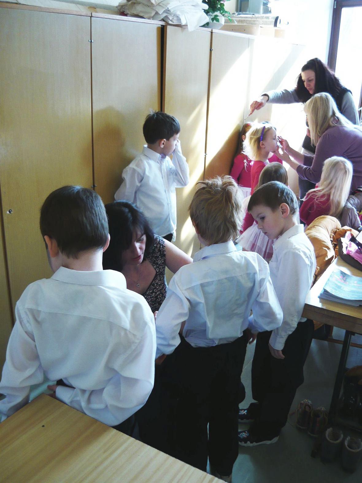 Malování tanečnic v Mladkově