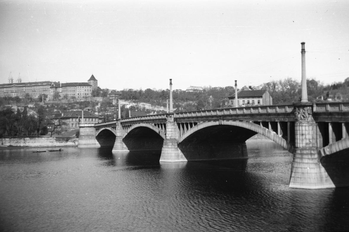 Mánesův most v roce 1948
