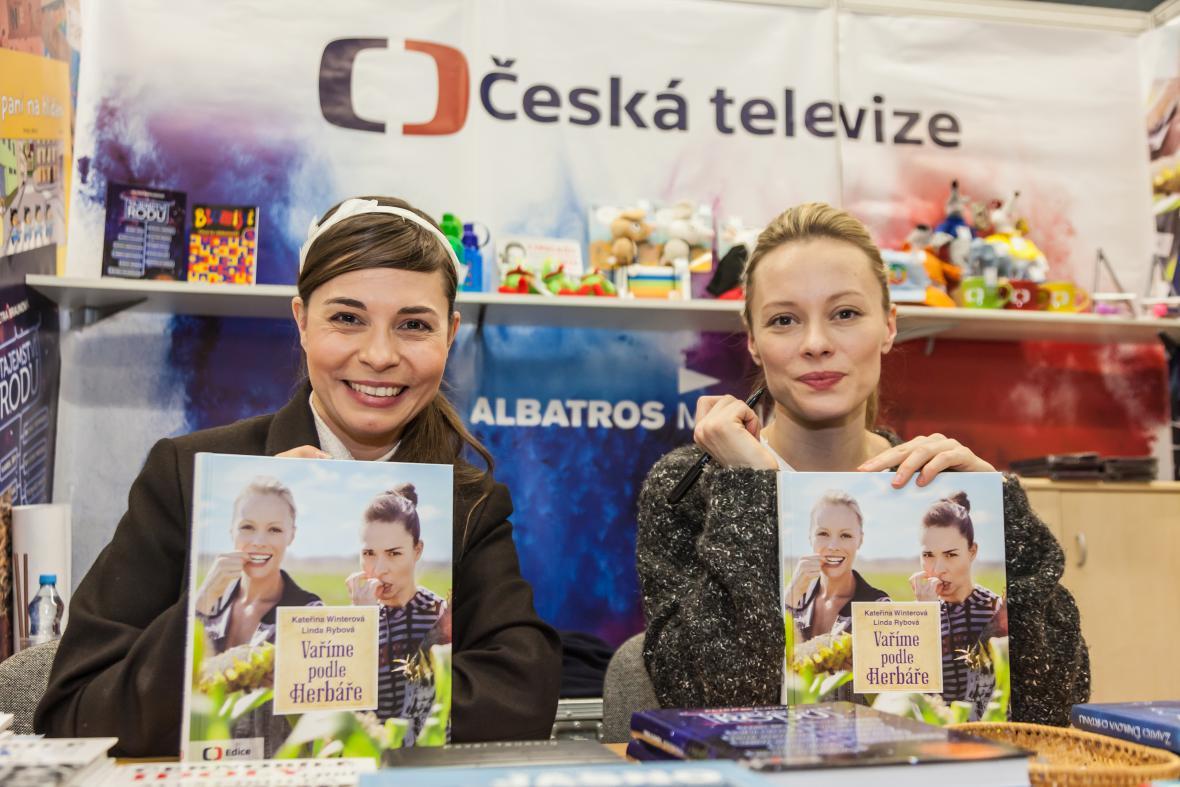 Kateřina Winterová a Linda Rybová představují svou knihu