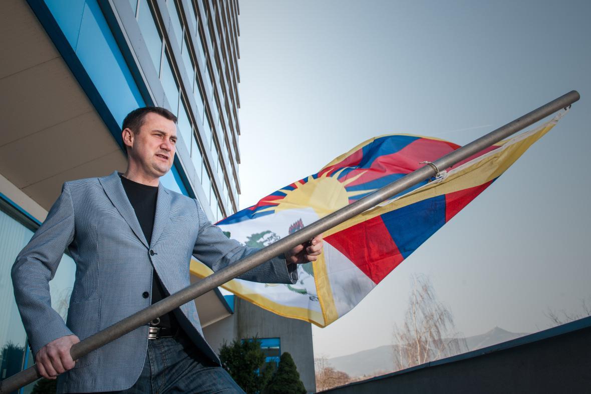Hejtman Libereckého kraje Martin Půta vyvěsil vlajku Tibetu
