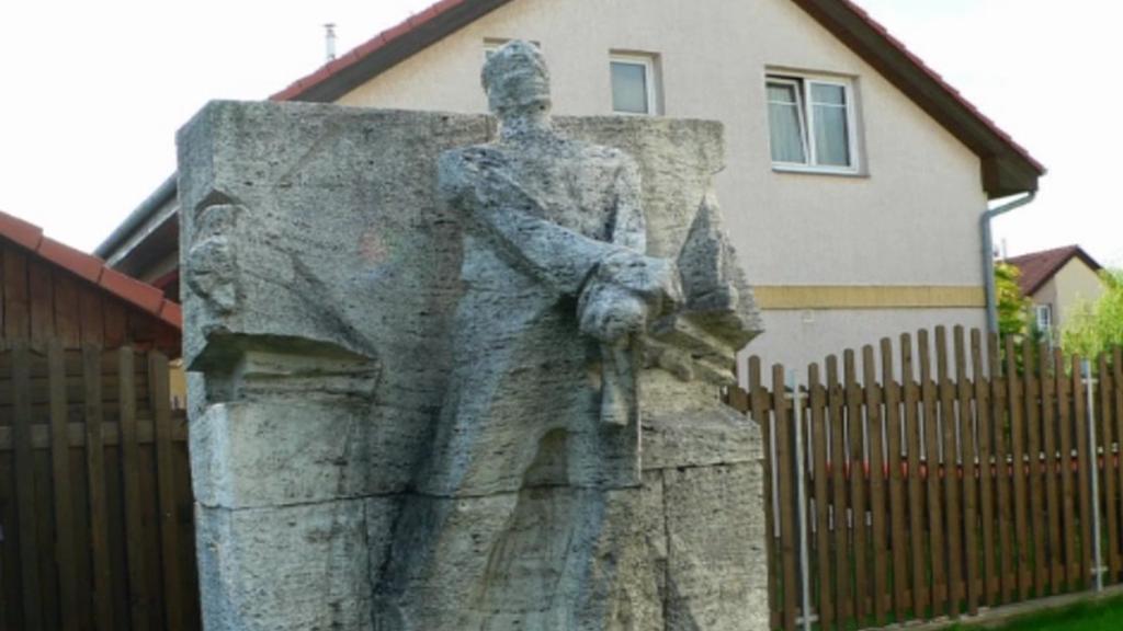 Část pomníku Josefa Vajceho
