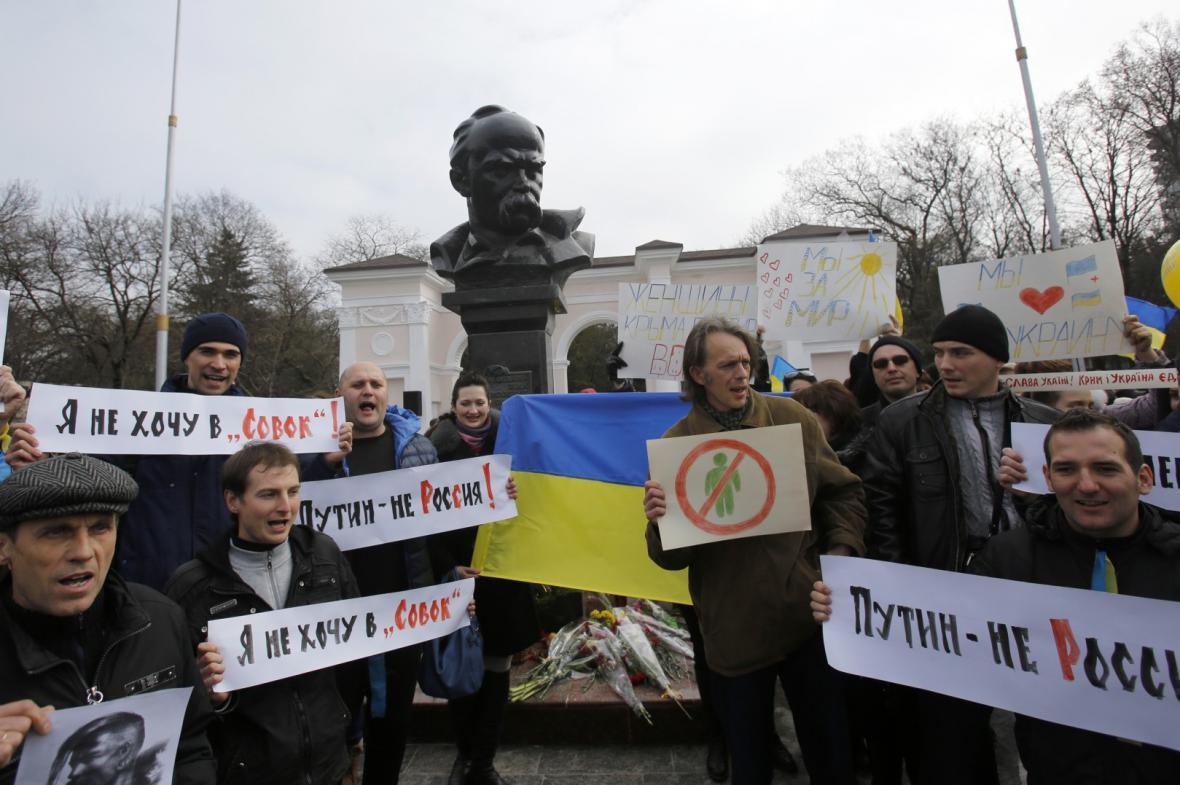 Protiruská demonstrace v Simferopolu