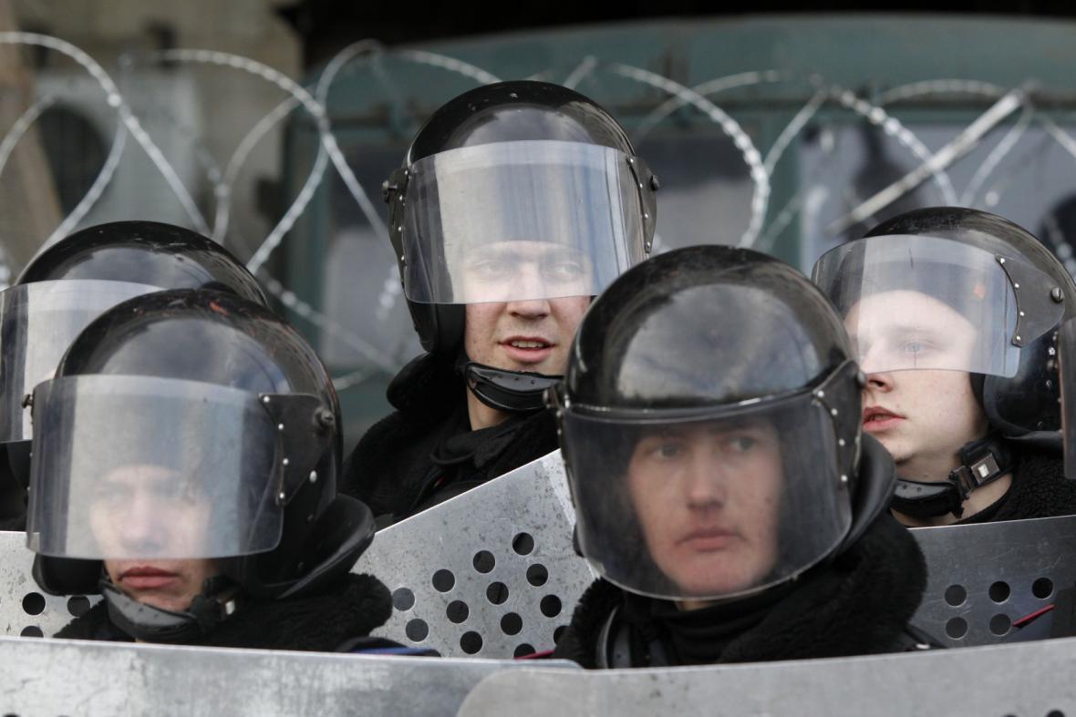 Policie na demonstraci na východní Ukrajině