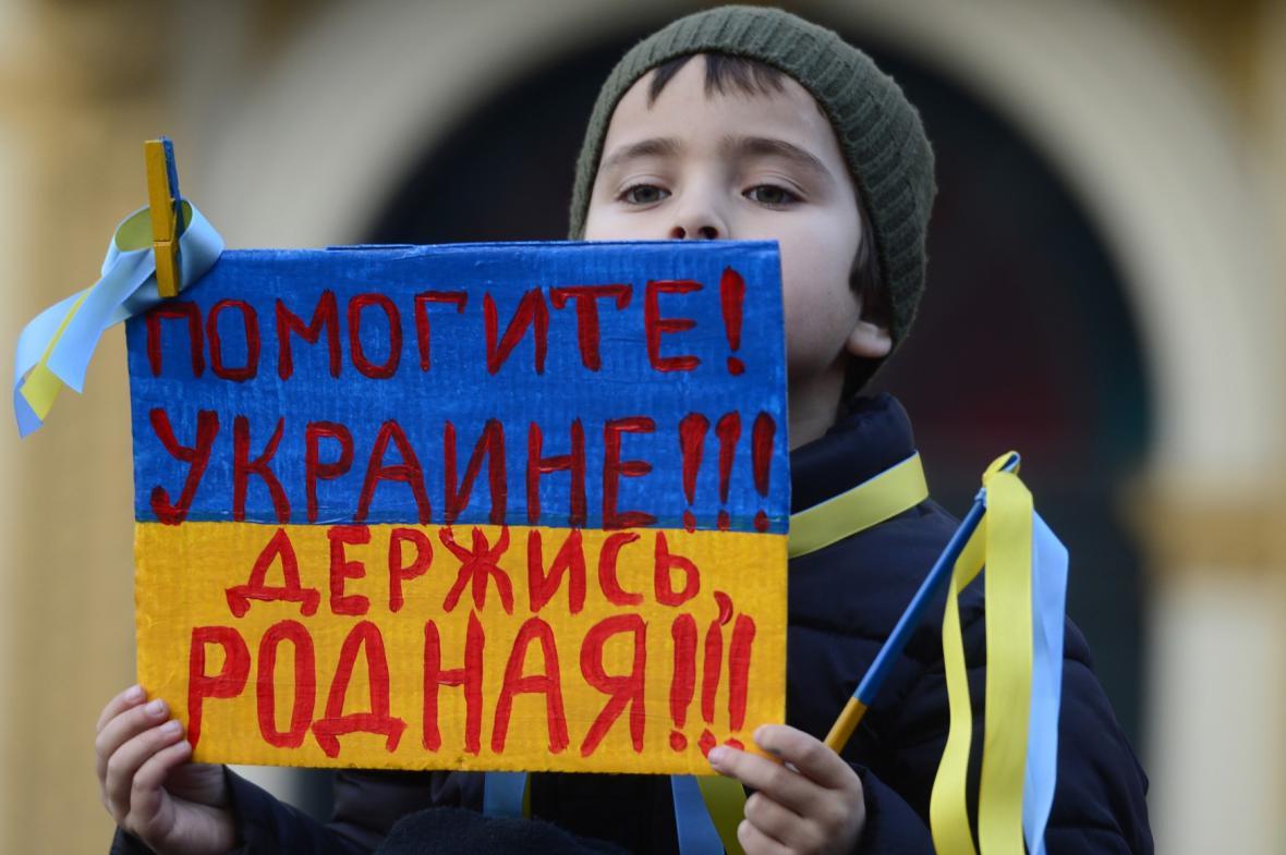 Demonstrace proti působení ruských sil na Krymu
