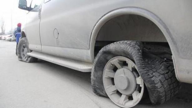 Prostřílené pneumatiky kyjevských aktivistů