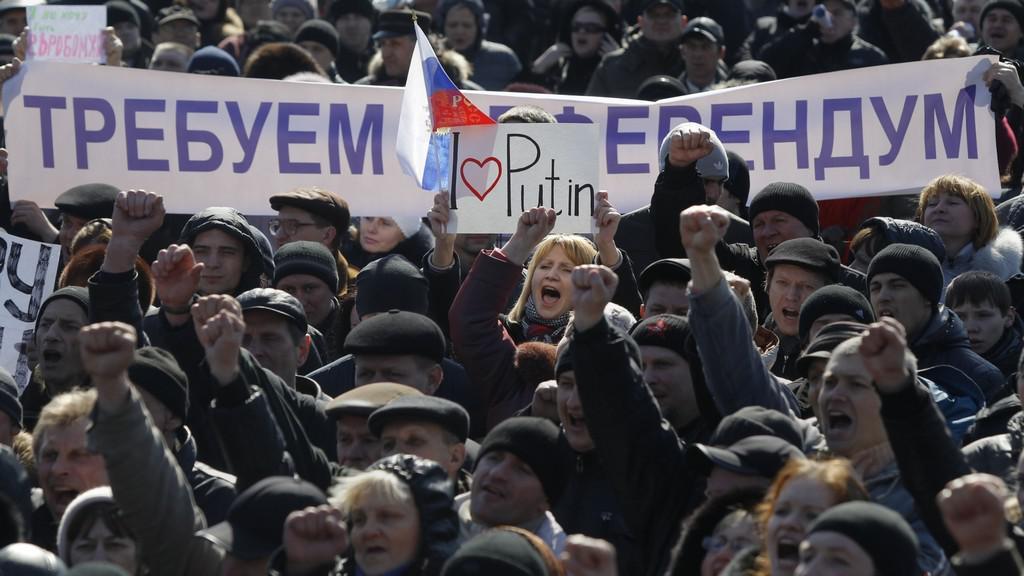 Proruská demonstrace v Doněcku