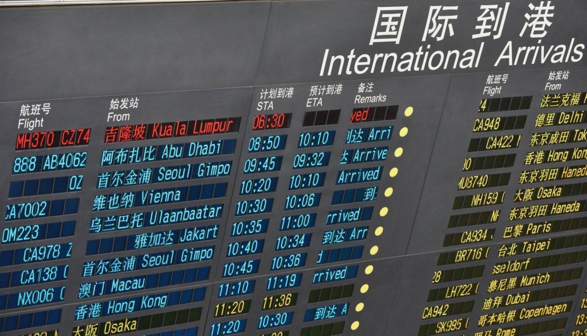 Příletová hala v Pekingu hlásí zpoždění letu MH370