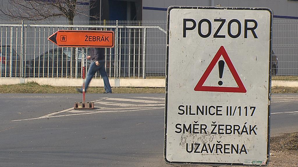 Uzavírka silnice II/117 směr Žebrák