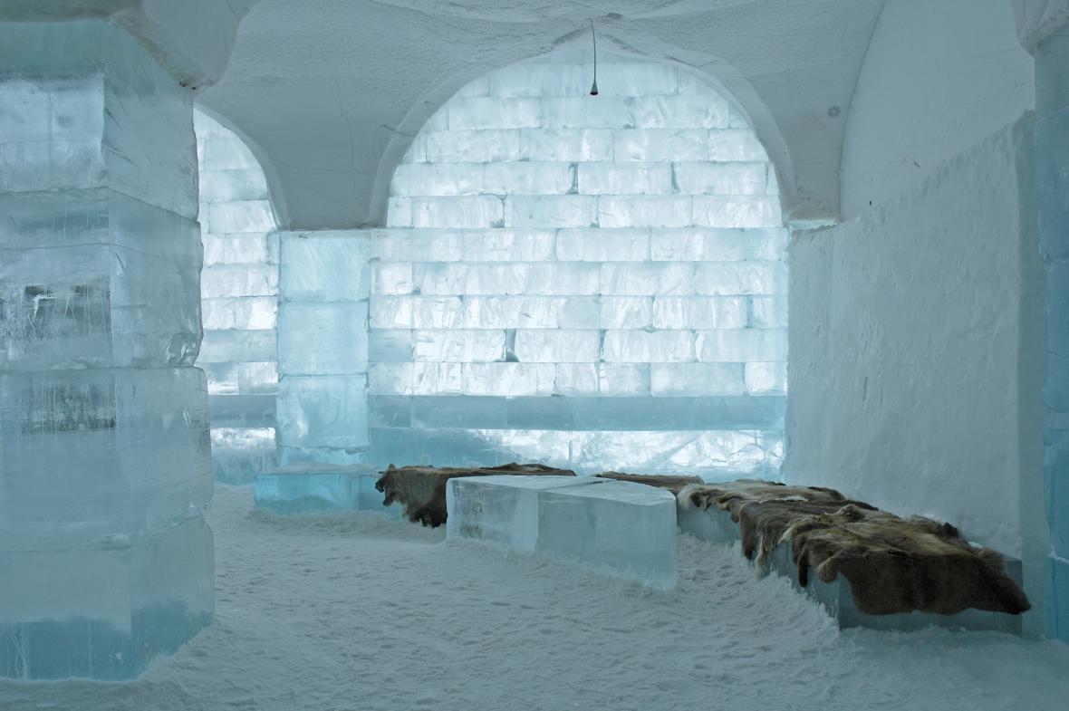 Hotel z ledu v Jukkasjärvi