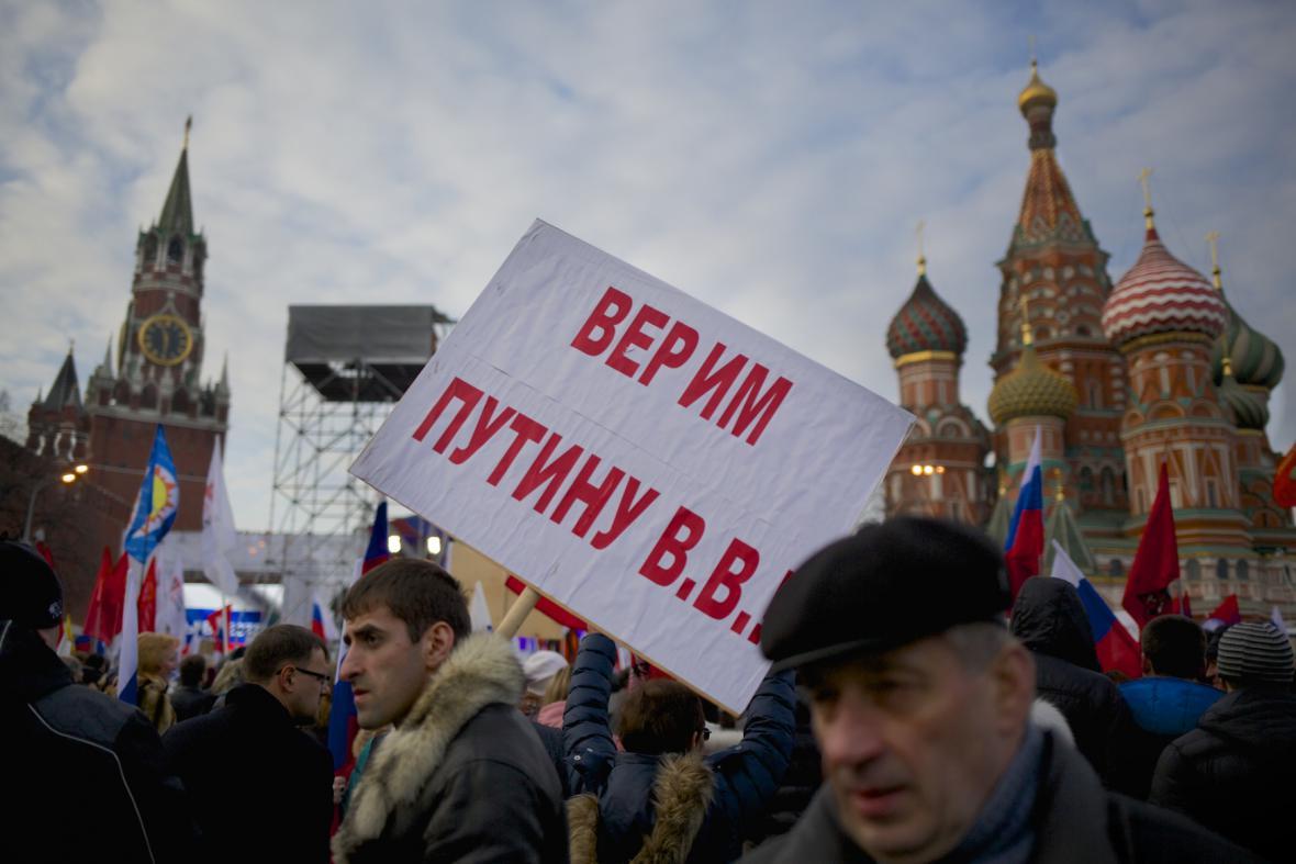 Demonstrace na podporu připojení Krymu v centru Moskvy