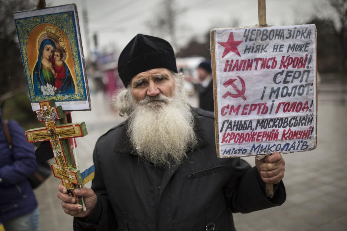 Ukrajinci na Krymu protestují proti referendu